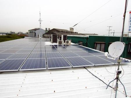 本社工場屋上の太陽光発電システムの設置完了後のロケーション
